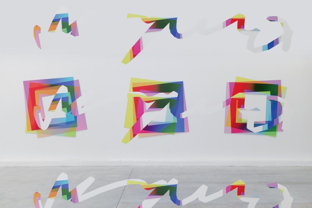 Artie Vierkant, Image Objects, installation view, 2013. Impression UV sur Dibond, document altéré / UV prints on Dibond, altered documentation