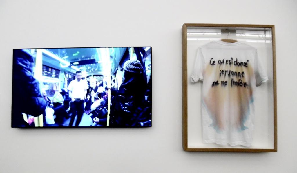 Santiago Reyes, Ce qui est dansé, personne ne me l'enlève, performance, 2014 Une trajectoire dansée de l'atelier de l'artiste jusqu'à l'exposition, de Noisy-le-Sec à Clichy-la-Garenne.